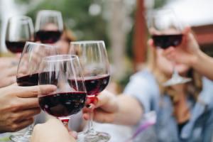 Alcol e Covid-19. Ecco quali rischi corriamo